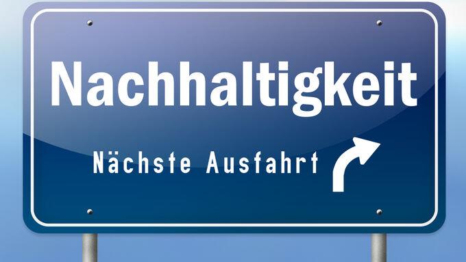 Autobahnschild quot;Nachhaltigkeit - Nächste Ausfahrtquot;