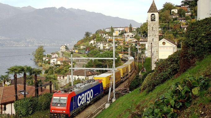 Hupac, Schiene, Schweiz