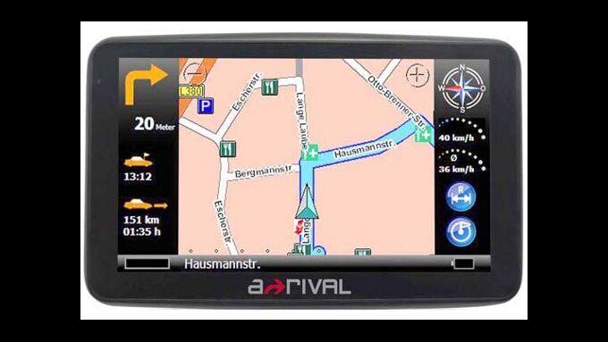 Navigationsgerät berechnet optimale Lkw-Route