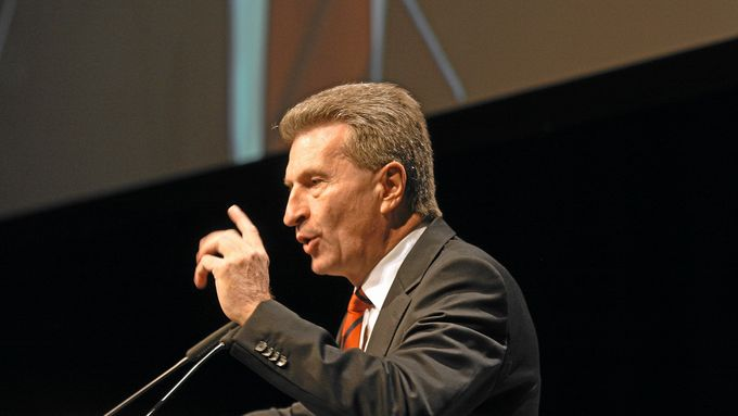 Oettinger fordert Investitionsgelder ein