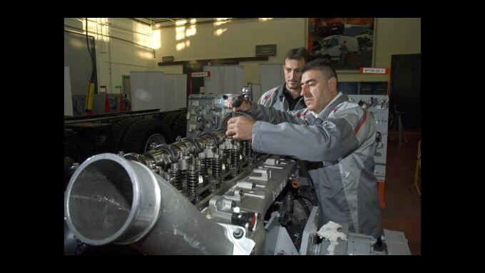 Renault sucht besten Mechaniker