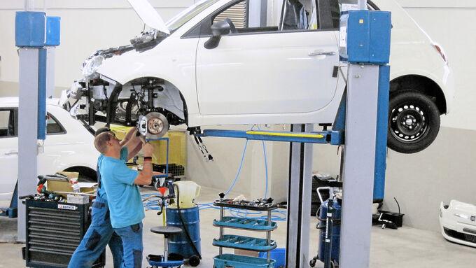 Beim Auto-Service und Umschlag-Center Mosolf (ACM) entstehen Kleinserien und Umbauten.
