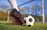 Fußball Kick in Richtung Tor