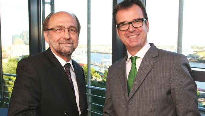 Harmut Kant, geschäftsführender Gesellschafter der K + P Logistik, und Michael Müller, Geschäftsführender Gesellschafter der Kieserling Holding