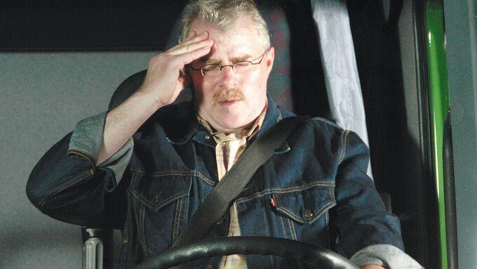 Müder Lkw-Fahrer, Kopfschmerzen