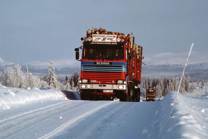 Scania R 142 auf Schneepiste