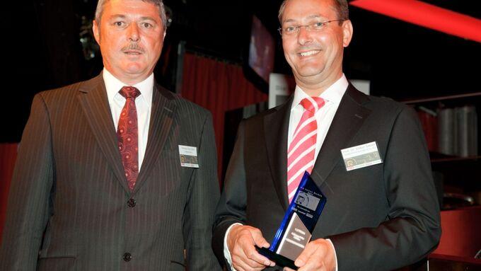 Thomas Paul Göttl, Geschäftsleitung ETM-Verlag, und Prof. Dr. Volker Simon, Geschäftsleiter Vertrieb ISRINGHAUSEN GmbH Co. KG